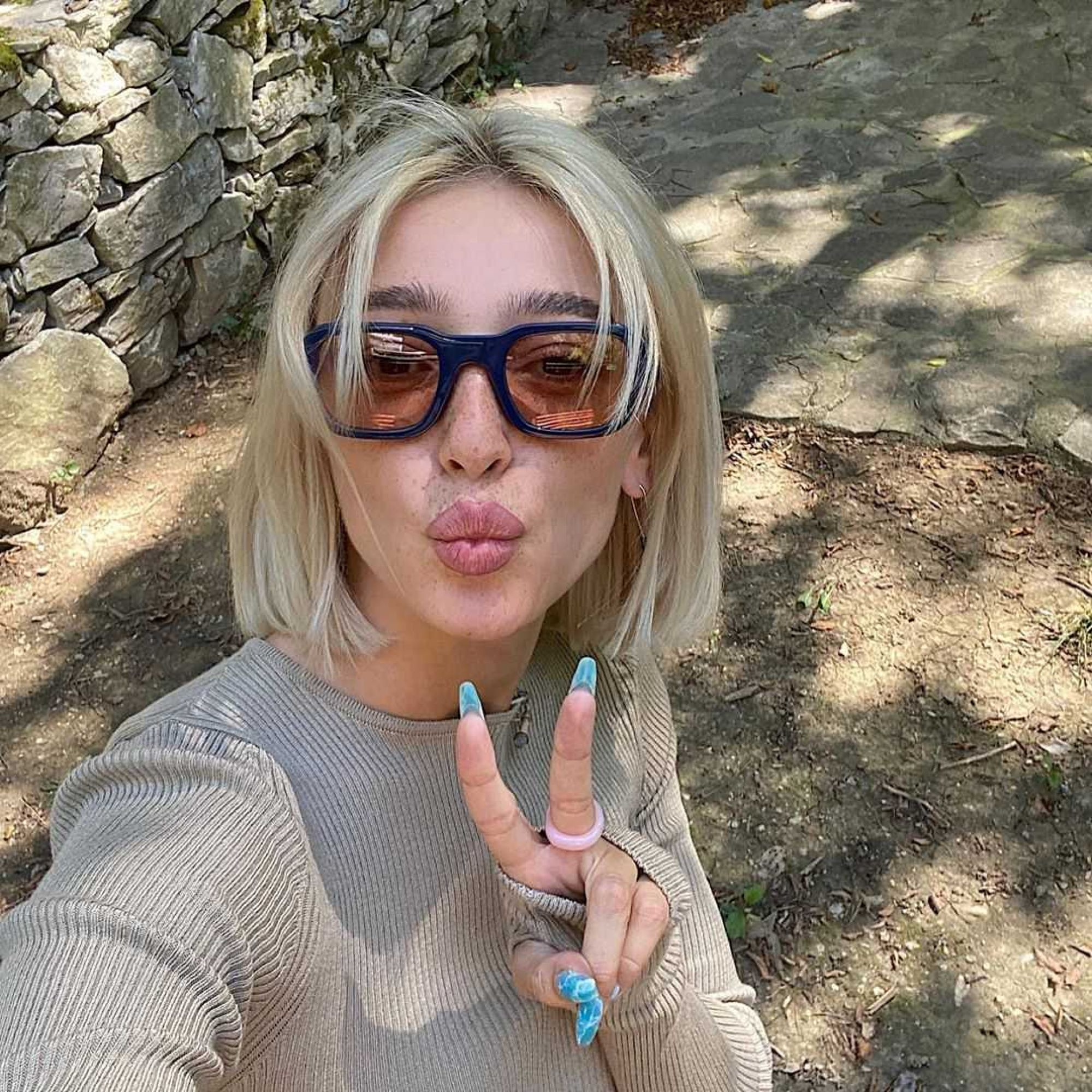 Настя Ивлеева в рамках пари показала фото с пометкой «18+»