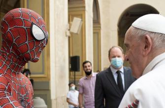 Человек-паук встретился в Папой в Ватикане